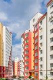 Ευρεία γωνία που πυροβολείται των νέων κατοικημένων κτηρίων Στοκ Εικόνα