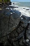 Ευρεία γωνία του ηφαιστειακού βράχου παραλιών Στοκ Φωτογραφίες