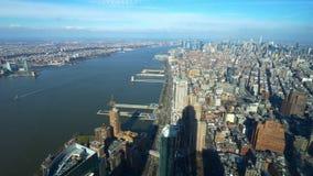 Ευρεία εναέρια άποψη γωνίας πέρα από το Μανχάταν Νέα Υόρκη απόθεμα βίντεο