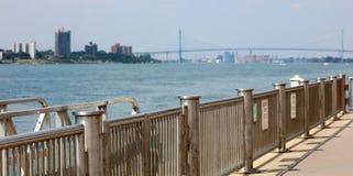Ευρεία πανοραμική υψηλή εικόνα καθορισμού της γέφυρας πρεσβευτών μεταξύ των ΗΠΑ και του Καναδά Στοκ φωτογραφία με δικαίωμα ελεύθερης χρήσης