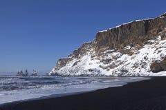 Ευρεία σύλληψη φακών των τριών πυραμίδων Vik, Ισλανδία στο wint Στοκ εικόνες με δικαίωμα ελεύθερης χρήσης
