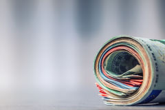 ευρο- αντανάκλαση σημειώσεων εννοιολογικό ευρώ πενήντα πέντε δέκα νομίσματος τραπεζογραμματίων ευρο- ευρώ πέντε εστίαση εκατό τρα Στοκ Φωτογραφίες
