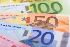 ευρο- ευρώ νομίσματος τραπεζογραμματίων ανασκόπησης εκατό ένα Στοκ Εικόνες