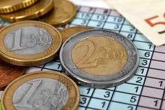 ευρο- ευρώ πέντε εστίαση εκατό τραπεζών σχοινί σημειώσεων χρημάτων Στοκ φωτογραφία με δικαίωμα ελεύθερης χρήσης