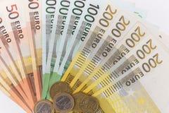 ευρο- ευρώ πέντε εστίαση εκατό τραπεζών σχοινί σημειώσεων χρημάτων Στοκ Εικόνα