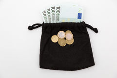 ευρο- ευρώ πέντε εστίαση εκατό τραπεζών σχοινί σημειώσεων χρημάτων Στοκ Φωτογραφία