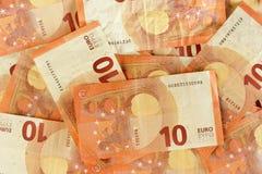 10 ευρο- διεσπαρμένη τραπεζογραμμάτια κινηματογράφηση σε πρώτο πλάνο Στοκ Εικόνες