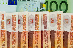 100 ευρο- και 5000 ρωσικά ρούβλια Στοκ Εικόνες