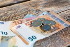Ευρο- λογαριασμοί και νομίσματα - χρήματα μετρητών στοκ εικόνες με δικαίωμα ελεύθερης χρήσης