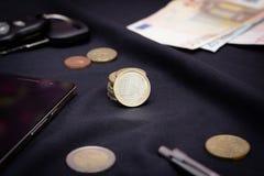 1 ευρο- μέση νομισμάτων ανασκόπησης μαύρη Στοκ φωτογραφία με δικαίωμα ελεύθερης χρήσης