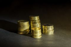 Ευρο- νομίσματα και σεντ στο μαύρο υπόβαθρο Στοκ Φωτογραφίες
