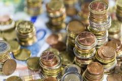 Ευρο- νομίσματα (κινηματογράφηση σε πρώτο πλάνο πυροβοληθείσα) Στοκ Εικόνα