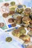 Ευρο- νομίσματα (κινηματογράφηση σε πρώτο πλάνο πυροβοληθείσα) Στοκ Εικόνες