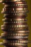 Ευρο- νομίσματα που συσσωρεύονται ο ένας στον άλλο Στοκ Φωτογραφία