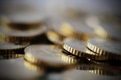 Ευρο- νομίσματα που συσσωρεύονται που απομονώνονται Στοκ εικόνες με δικαίωμα ελεύθερης χρήσης