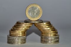 Ευρο- νομίσματα που συσσωρεύονται στις διαφορετικές θέσεις Στοκ εικόνες με δικαίωμα ελεύθερης χρήσης