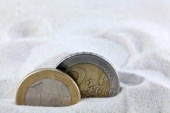 Ευρο- νομίσματα στην άμμο Στοκ εικόνα με δικαίωμα ελεύθερης χρήσης