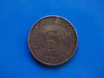 1 ευρο- νόμισμα, Ευρωπαϊκή Ένωση, Πορτογαλία πέρα από το μπλε Στοκ εικόνα με δικαίωμα ελεύθερης χρήσης