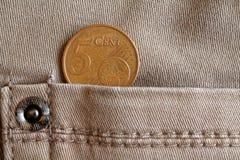 Ευρο- νόμισμα με μια μετονομασία 5 ευρο- σεντ στην τσέπη των μπεζ τζιν τζιν Στοκ φωτογραφία με δικαίωμα ελεύθερης χρήσης