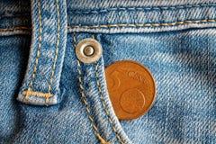 Ευρο- νόμισμα με μια μετονομασία 5 ευρο- σεντ στην τσέπη των φορεμένων μπλε τζιν τζιν Στοκ Εικόνες