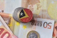 Ευρο- νόμισμα με τη εθνική σημαία ανατολικού Timor στο ευρο- υπόβαθρο τραπεζογραμματίων χρημάτων Στοκ εικόνα με δικαίωμα ελεύθερης χρήσης