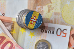 Ευρο- νόμισμα με τη εθνική σημαία της Μαδέρας στο ευρο- υπόβαθρο τραπεζογραμματίων χρημάτων Στοκ Εικόνα