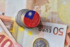 Ευρο- νόμισμα με τη εθνική σημαία της Ταϊβάν στο ευρο- υπόβαθρο τραπεζογραμματίων χρημάτων Στοκ φωτογραφία με δικαίωμα ελεύθερης χρήσης