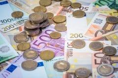 ευρο- νόμισμα που βρίσκεται στα τραπεζογραμμάτια Στοκ φωτογραφίες με δικαίωμα ελεύθερης χρήσης
