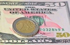 2 ευρο- νόμισμα στο δολάριο 50 Στοκ Εικόνες