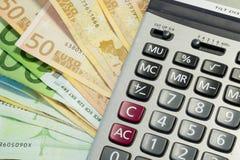 Ευρο- λογαριασμοί και υπολογιστής χρημάτων Στοκ φωτογραφίες με δικαίωμα ελεύθερης χρήσης