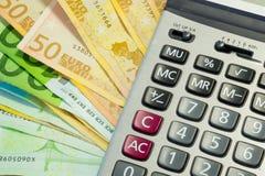 Ευρο- λογαριασμοί και υπολογιστής χρημάτων Στοκ Εικόνες