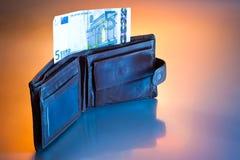 ευρο- πορτοφόλι πέντε Στοκ Φωτογραφίες
