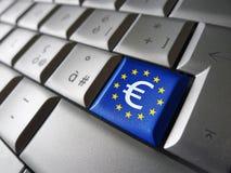Ευρο- σημάδι και κλειδί υπολογιστών της ΕΕ Στοκ φωτογραφία με δικαίωμα ελεύθερης χρήσης