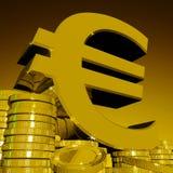 Ευρο- σύμβολο στα νομίσματα που παρουσιάζουν ευρωπαϊκό πλούτο ελεύθερη απεικόνιση δικαιώματος