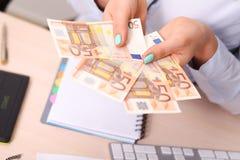 Ευρο- τράπεζα χρημάτων για τον προϋπολογισμό σας στην επένδυση Στοκ φωτογραφία με δικαίωμα ελεύθερης χρήσης