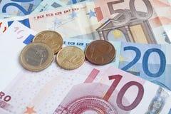 Ευρο- τραπεζογραμμάτια και νομίσματα Στοκ Φωτογραφίες