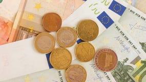 Ευρο- τραπεζογραμμάτια και νομίσματα Στοκ φωτογραφία με δικαίωμα ελεύθερης χρήσης