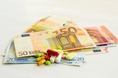 Ευρο- τραπεζογραμμάτια και χάπια Στοκ εικόνες με δικαίωμα ελεύθερης χρήσης