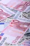 Ευρο- τραπεζογραμμάτια νομίσματος Ευρωπαϊκό και αμερικανικό υπόβαθρο χρημάτων Στοκ Εικόνες