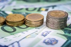 ευρο- τραπεζογραμμάτιο και νομίσματα ως χρηματοδότηση χρημάτων Στοκ Εικόνες