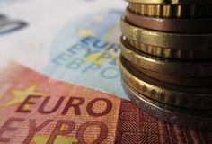 Ευρο- χρήματα - νομίσματα και τραπεζογραμμάτια στοκ εικόνες