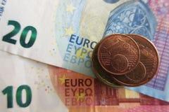 Ευρο- χρήματα - νομίσματα και τραπεζογραμμάτια στοκ φωτογραφίες