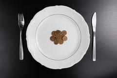 Ευρο- χρήματα νομισμάτων που τρώνε την έννοια Τίποτα που τρώει Τρώγοντας τα χρήματα στοκ εικόνες με δικαίωμα ελεύθερης χρήσης