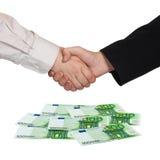 ευρο- χρήματα χειραψιών στοκ φωτογραφία