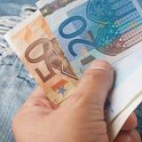 ευρο- χρήματα χεριών Στοκ Εικόνες