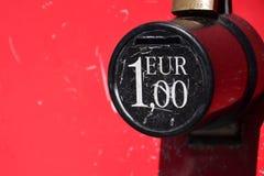 1 ευρο- χρήμα-κιβώτιο Στοκ φωτογραφία με δικαίωμα ελεύθερης χρήσης