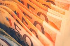 Ευρο- Bill που καταθέτουν το θέμα σε τράπεζα Στοκ εικόνες με δικαίωμα ελεύθερης χρήσης