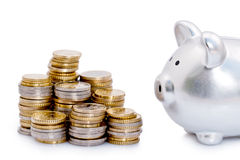 ευρο- piggy νομισμάτων τραπεζώ& Στοκ φωτογραφία με δικαίωμα ελεύθερης χρήσης