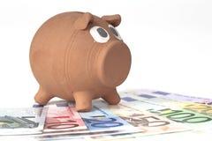 ευρο- piggy τραπεζογραμματί&omeg Στοκ φωτογραφία με δικαίωμα ελεύθερης χρήσης