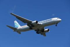 Ευρωατλαντικοί εναέριοι διάδρομοι Boeing 787 που κατεβαίνουν για την προσγείωση στο διεθνή αερολιμένα JFK στη Νέα Υόρκη Στοκ Εικόνα